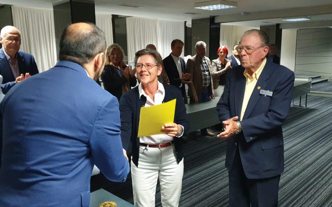 Visita de la Sra. Monica Zethelius acompañada de nuestro socio de Honor, Lennart Fröberg para entregar la cantidad de 510€ para nuestro Proyecto «Un Niño, Una Comida, Un Libro. Muchas gracias al Club Escandinavo Sur