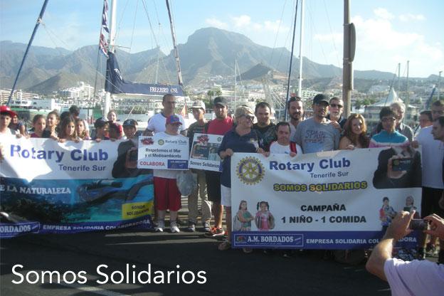 Paseo en barco con niños de la Asociación San Juan acompañados del campeón del mundo Umberto Pelizzari.
