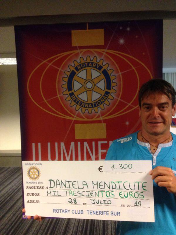 Rotary Club Tenerife Sur dona un bipedestador a la niña Daniela