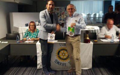Compañero Rotario de Estocolmo visita el Club.