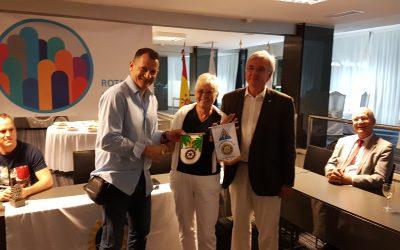 Visita de los compañeros del club rotario de la ciudad galesa de Rhos on Sea, Sue Williams y Dwyn Jones