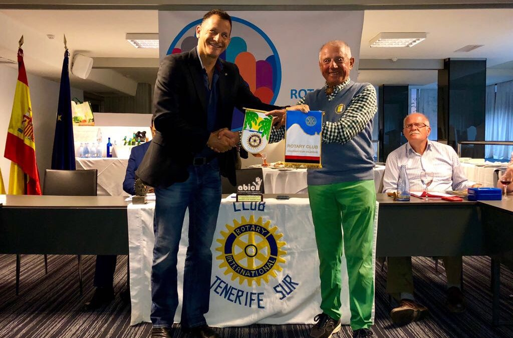 Visita del compañero del Rotary Club de Courmayur en Valle D'Aosta, Italia