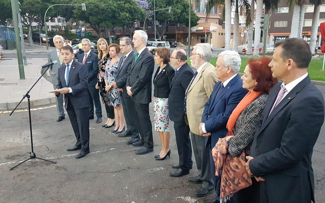 Video: Santa Cruz de Tenerife bautiza una de sus principales rotondas con el nombre de «Rotary Club»