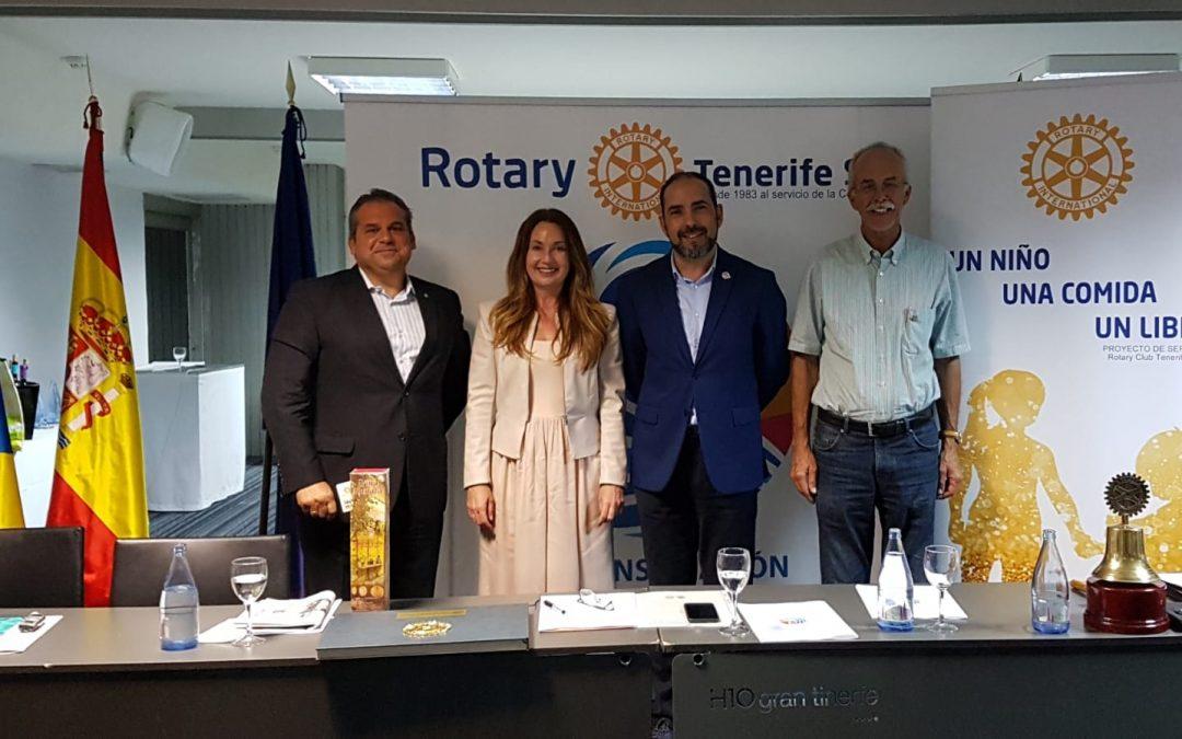 Pilar Quiroga, Directora de la Zona Sur de Tenerife de La Caixa visita el Club