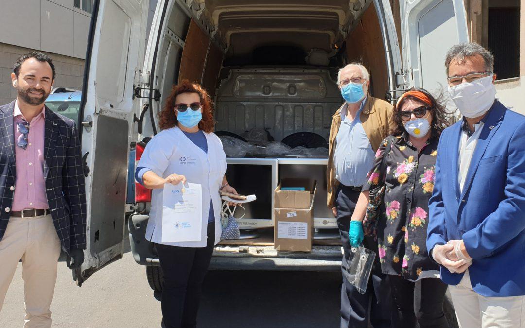 Los Rotarios de Tenerife entregan 32 televisores y 15 tablets para las UCI del Hospital de La Candelaria