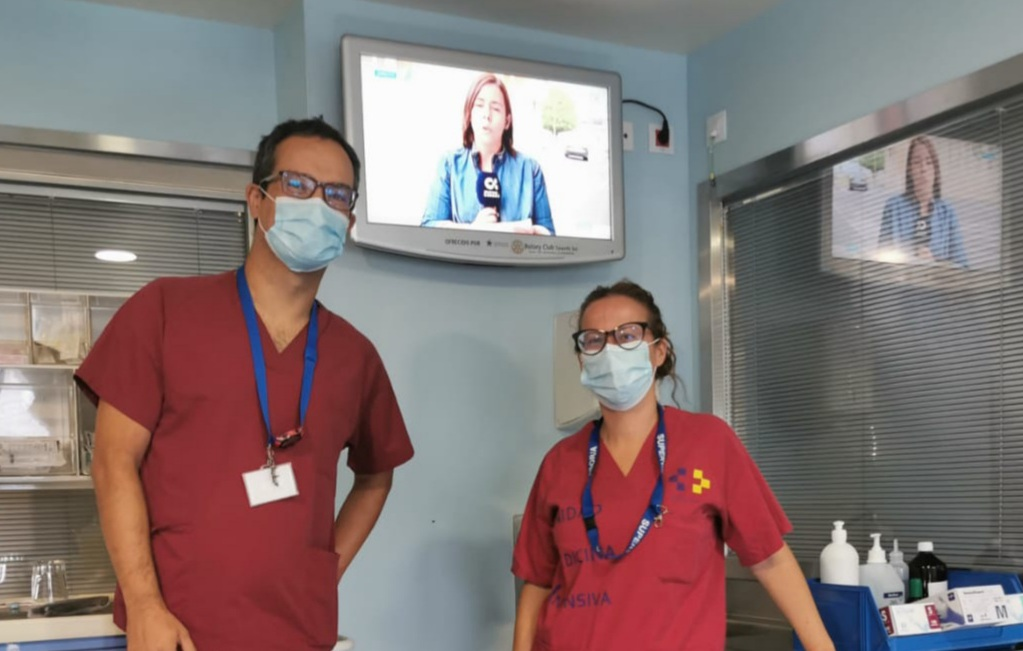 Ya están en funcionamiento los 32 televisores que Rotary donó a las UVI del Hospital de La Candelaria