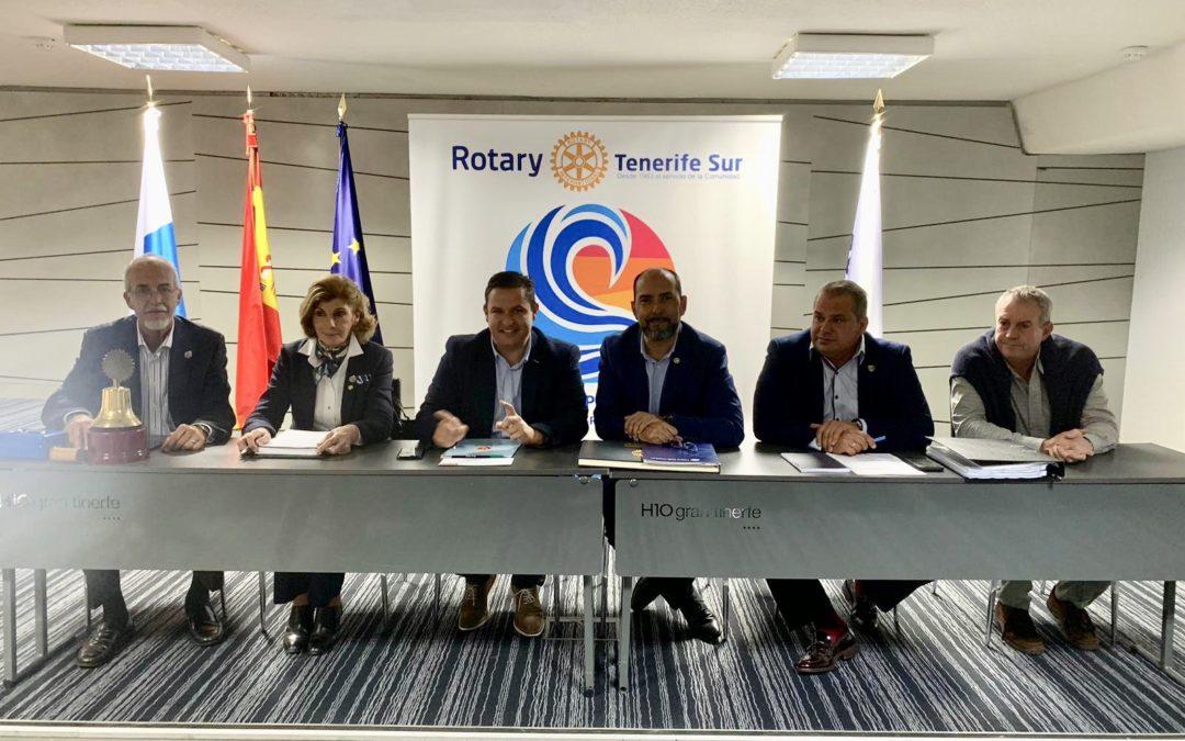 El alcalde de Arona, José Julián Mena, visitó este lunes 10 de diciembre el Rotary Club Tenerife Sur
