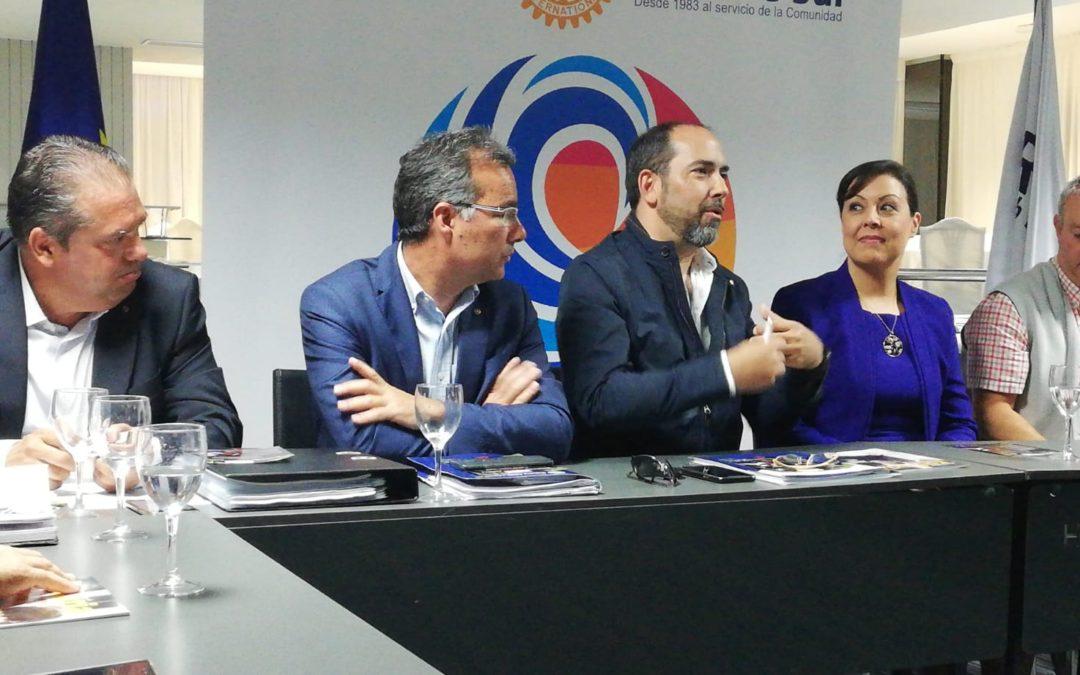 Victoria López, Presidenta del Grupo Fedola, comparte su experiencia profesional con los rotarios del Sur de Tenerife