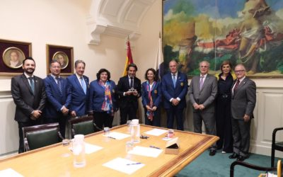 Los gobernadores rotarios de los distritos españoles y uno portugués junto con los presidentes de clubes de Tenerife se reúnen con Gustavo Matos, presidente del parlamento de Canarias.