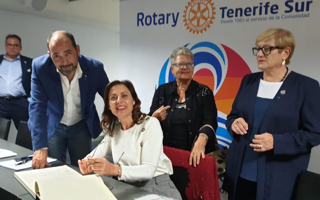 Cristina Tavío Ascanio, Vicepresidenta del Parlamento de Canarias ofrece en el Rotary Club Tenerife Sur una ponencia sobre la importancia de la Unión Europea para el Archipiélago Canario